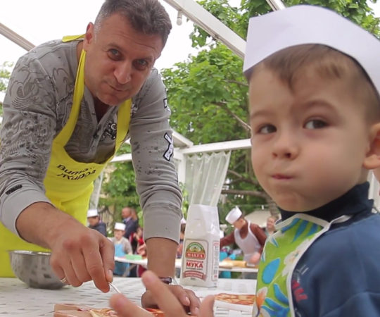Делаем пиццу вместе с детьми!