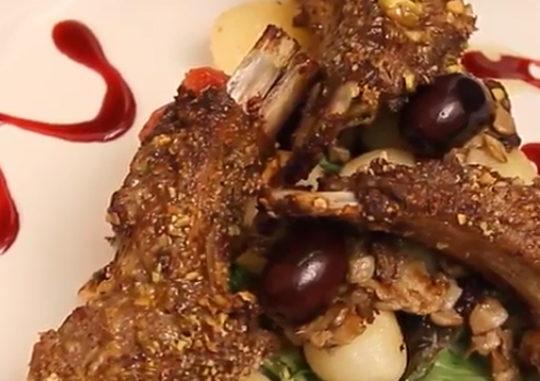Котлета с беконом, мясо на ребре или рубленная котлета
