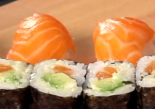 Сегодня 8 марта. Готовим суши дома