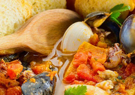 Мартовское настроение: суп Каччуко, цыплёнок с виноградом и столичный кекс