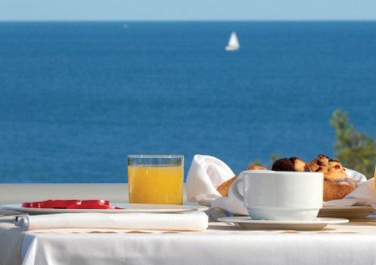 Готовим завтраки с видом на море